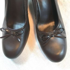 Predictions Deep Brown Heels size 8